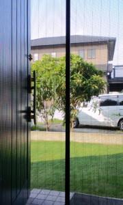 玄関の網戸